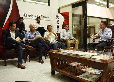 """Con la participación de Guillermo Anaya Llamas inició la cuarta edición de Encuentro Siglo. Hacemos Comunidad, """"Candidatos responden, Coahuila decide""""."""