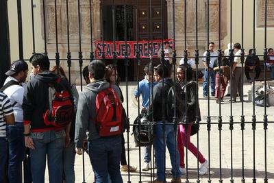 Los estudiantes emitieron un comunicado en el que atribuyen la caída del ranking de la casa de estudios a la indiferencia de las autoridades para incluirlos en la toma de decisiones.