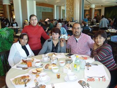 27042017 Martha, Betty, Juanita, Efraín y Mirna.