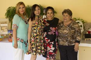 27042017 SE LLAMARá SOFíA.  Ana Fátima Anguiano Saldaña en su fiesta de canastilla con su mamá, Juanis Saldaña, su hermana, Victoria Anguiano, y su suegra, Coco de Reyes.