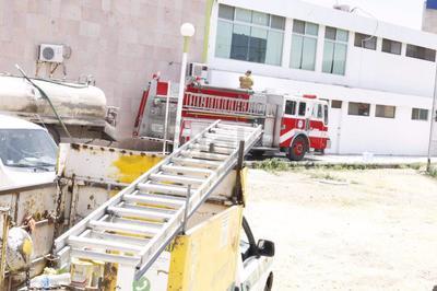 Cuando realizaban las maniobras se tapó la válvula de llenado y se generó la fuga de gas, llegando el olor hasta la Central Camionera, por lo que los vecinos de la zona pidieron apoyo de los bomberos.