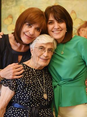 Con sus hijas, Marivi y Pilar