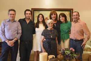 Victoria acompañada de Fernando, Fer, Victoria, Marivi, Pilar y Luis