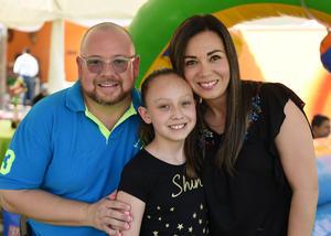 Hans y Ana Karla con su hija, Renata