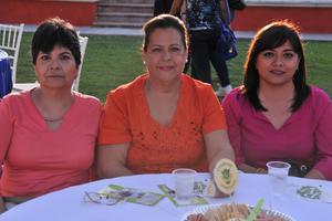 29042017 POSAN PARA LA CáMARA.  Angélica, Sandra y Karina.
