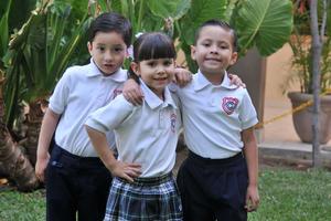 29042017 EN EL COLE.  Diego, María y Gerardo.