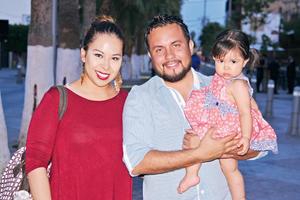 29042017 EN FAMILIA.  Luisa, Alberto y Amanda.