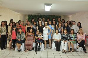 29042017 Familiares y amigas acompañando a Mayra.