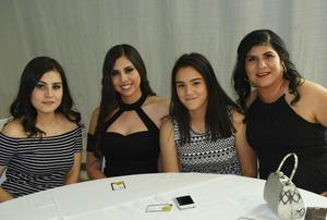 30042017 MUY GUAPAS.  Valeria, Mónica, Gloria y Gloria.