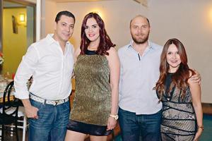 30042017 EN UNA FIESTA DE CUMPLEAñOS.  Mony, Jackie, Andrés y Liliana.