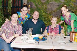30042017 GRATOS MOMENTOS.  Rosalinda, Yadira, Pedro, Mónica y Gaby.