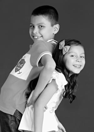 30042017 Andrea Romina y Eduardo Alberto Niño Gutiérrez celebrando su niñez.