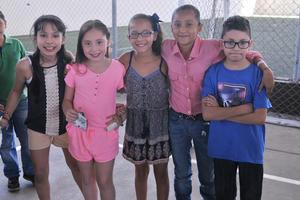 30042017 Ana Cecy, Regina, Valeria, Dana y Román.