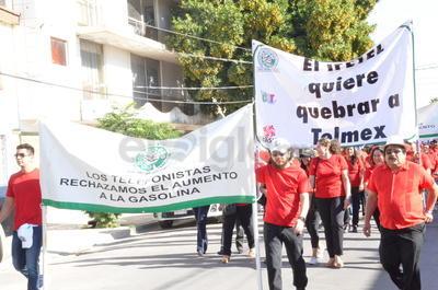 Con pancartas en mano, recorrieron las calles del Centro.