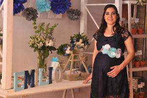02052017 SERá MAMá.  Mónica Ramírez el día de su baby shower, al que acudieron sus amigas cercanas y familiares.