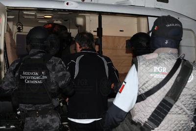 Dámaso López vestía la misma ropa deportiva con la que fue detenido la madrugada del martes en un edificio de apartamentos de la colonia Anzures, en la Ciudad de México.