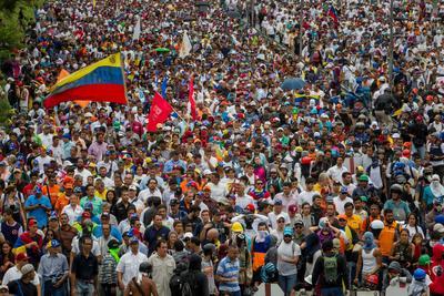 Las autoridades informaron también de más 180 personas heridas, entre ellas seis diputados venezolanos, la mayoría de ellos por traumatismos y asfixia.