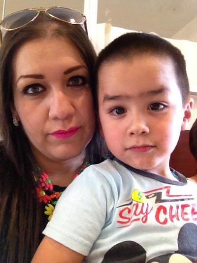 04052017 Alejandra con su hijo, Paquito.