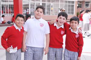 04052017 SE DIVIERTEN.  Adrián, Andrés, Roger y Rubén.