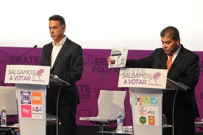 En la tercera fase del debate, el moderador Carlos Puig cuestionó a los aspirante sobre ¿que acciones se proponen para una mejor fiscalización y seguridad en Coahuila?