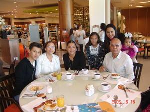 06052017 EN FAMILIA.  Manolo, Mary, Perla, Paula, Karla, Alberto y Regina.
