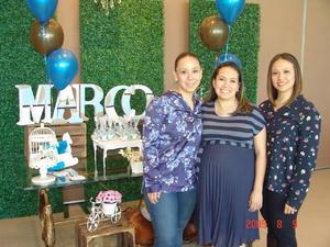 06052017 SE LLAMARá MARCO.  Rocío y Ángélica Rafael con Laura Patricia Rafael Suárez del Real en su fiesta de canastilla.