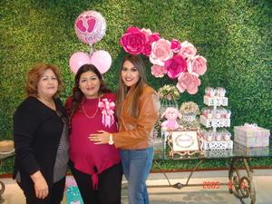 06052017 FIESTA DE CANASTILLA.  Milly de Álvarez con las organizadoras de su baby shower.