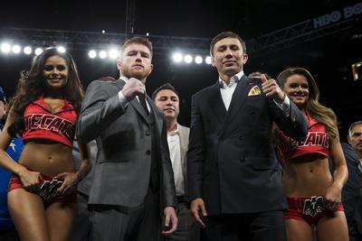 """Ahora en septiembre le espera Gennady Golovkin al """"Canelo"""". El kazajo vio en primera fila la actuación de Álvarez."""