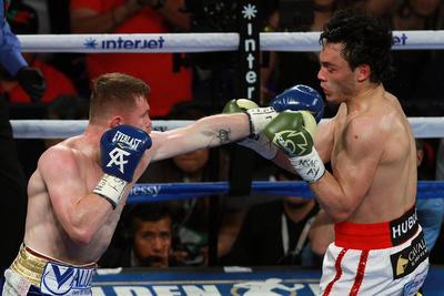 En el décimo round, Álvarez contabilizaba 131 golpes conectados, mientras que Jr, sólo 38.
