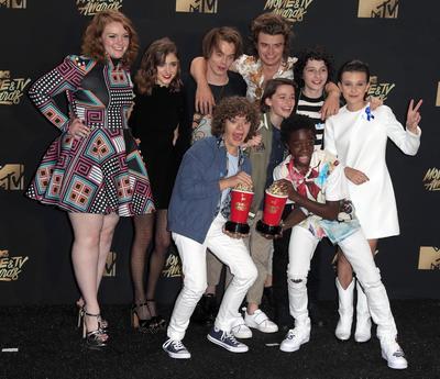 Esta es la primera vez que en los premios se incluye la categoría de televisión y es así como la producción de Netflix, Stranger Things, logró quedarse con dos de los galardones en las categorías de Actor de un show de televisión y Show del año.