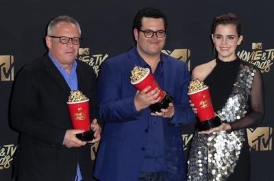Emma Watson agradeció que en estos reconocimientos, otorgados por los millennials, se dejara atrás la separación de las categorías por sexo, para así lograr una dinámica más incluyente.