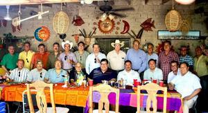 07052017 EN AMENO RATO.  Comida de amigos en la Finca de Adobe de Nicolás Islas Rubio en Francisco I. Madero, Coahuila.