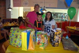 07052017 FELIZ CUMPLEAñOS.  Reendy Tavares Juárez y Alejandra Rodríguez Castillo con su hijo, Yadiel Aarón Tavares Rodríguez, quien cumplió tres años de vida.
