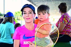 07052017 EN TORNEO DE TENIS.  Iliana y Santiago.