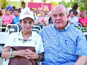 07052017 EN PAREJA.  Cecilia y Ricardo Cisneros.