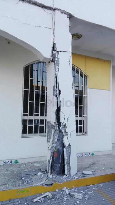 El autobús Termo se impactó en la pared de un edificio.