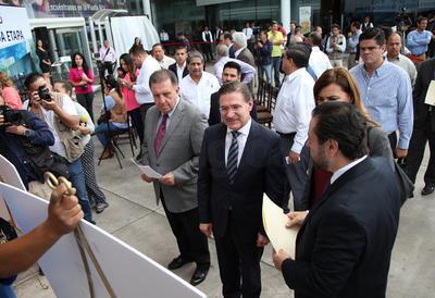 El gobernador José Rosas Aispuro aprovechó para anunciar que se instalará la empresa manufacturera aeroespacial Prysmian en Durango, con una inversión de 15 millones de dólares.