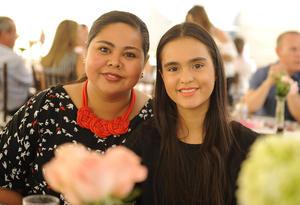 09052017 Mary Tere con su hija, Mary Tere.