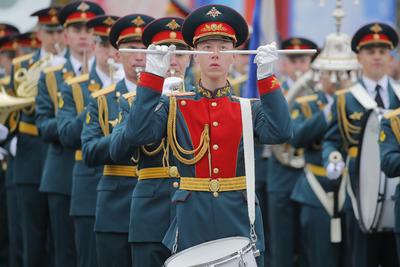 Unos diez mil soldados participaron.