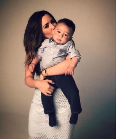 La actriz Ariadne Díaz, quien protagoniza el drama La doble vida de Estela Carrillo, en teoría será su primer 10 mayo como mamá, aunque su pequeño Diego nació el 12 de mayo del 2016, la actriz festejará el día junto a su hijo ya en sus brazos.