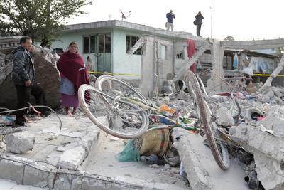 El gobierno del estado de Puebla mantiene la atención a víctimas de la explosión en San Isidro, municipio de Chilchotla, en donde fallecieron 14 personas, de las cuales 11 eran menores de edad entre 4 y 15 años, confirmó la Secretaría General de Gobierno.