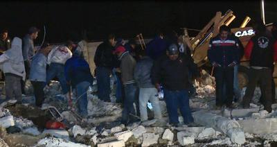 Nueve personas murieron en el lugar de los hechos y cinco más en hospitales de la localidad, mientras que una treintena sufre heridas, la mayoría quemaduras de segundo y tercer grado.