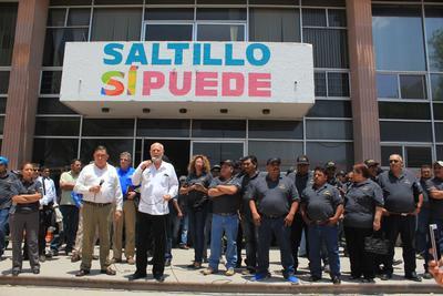 Al lugar acudió el dirigente de la Croc Mario Enrique Morales, quien se reunió con el alcalde de Saltillo, Isidro López Villarreal.