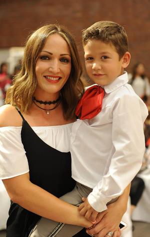 10052017 Lorena con su hijo, Bernardo.