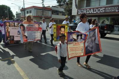 La marcha arrancó sin la presencia de elementos de Tránsito y Vialidad por lo que entre avanzaron en sentido contrario por la avenida Juárez.