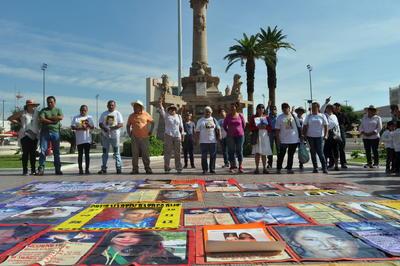Un grupo de aproximadamente 60 personas, la mayoría madres de desaparecidos, marcharon en Torreón.
