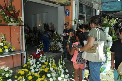 La celebración del Día de las Madres trajo consigo un aumento en las ventas de diferentes locales comerciales del sector centro de la ciudad destacando las florerías y pastelerías, así como tráfico y el cierre intermitente de una calle.
