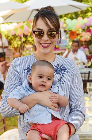 11052017 Marcela con su hijo, Marcelo.