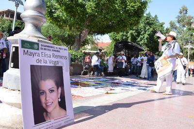Hubo un mitin en la Plaza de Armas donde terminó la marcha  fueron instaladas las fotografías de las personas desaparecidas.