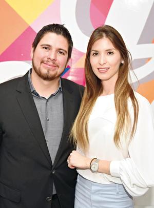 13052017 ASISTEN A INAUGURACIóN.  Roy y Daniela.